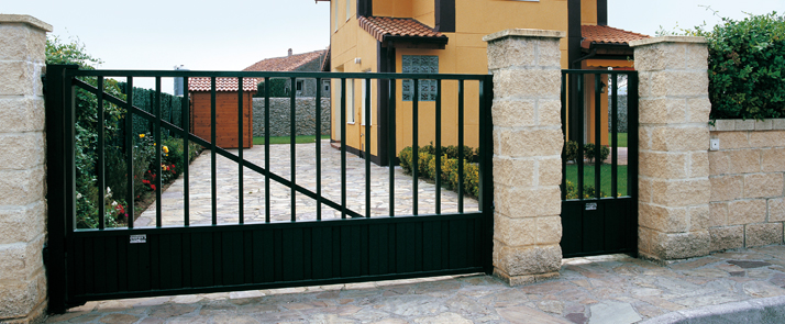 Puerta industrial cancela batiente de roper puertas for Puerta garaje metalica
